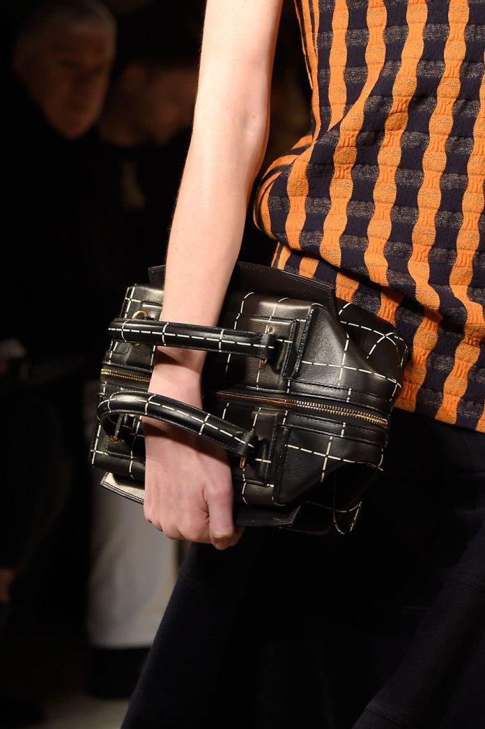 Маленькая красивая сумочка от Victoria Beckham