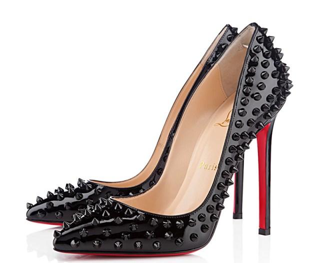 Модные туфли лабутены с полюбившимся декором с шипами