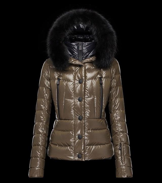 Оригинальная коричневая куртка Moncler – фото новинки и тренды сезона
