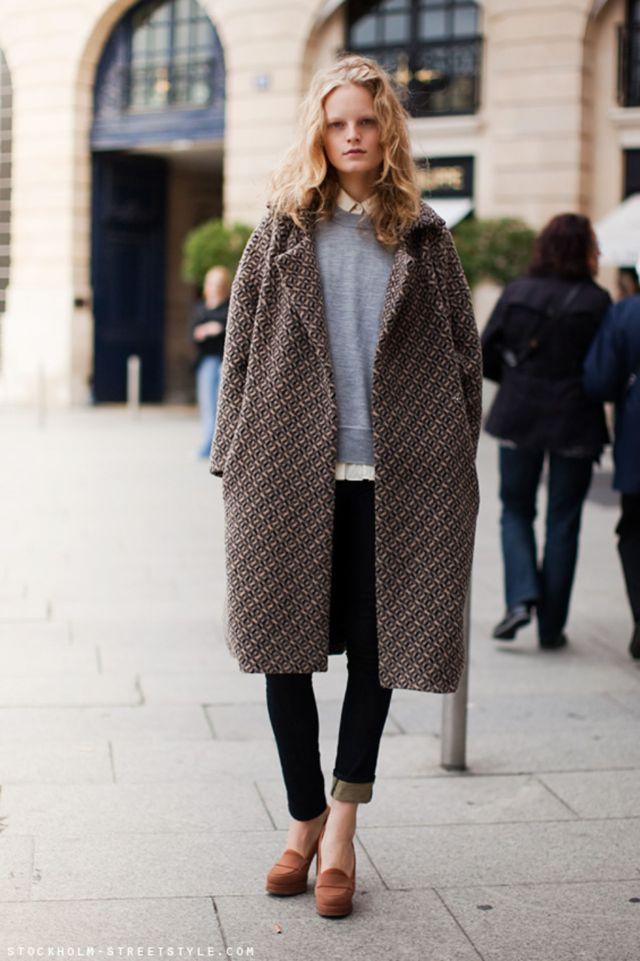 Модное пальто оверсайз с геометрическим узором – фото новинки и тренды сезона