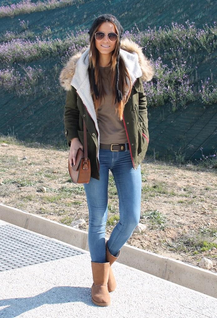 Классические сочетание куртки парки со светлыми джинсами