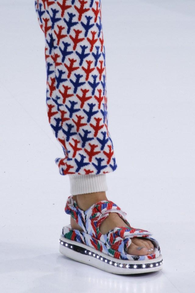 Модные босоножки сезона весна 2016 на толстой подошве из коллекции Chanel.