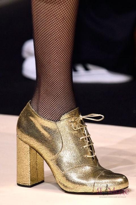 Золотые туфли – фото новинка в коллекции MAX MARA