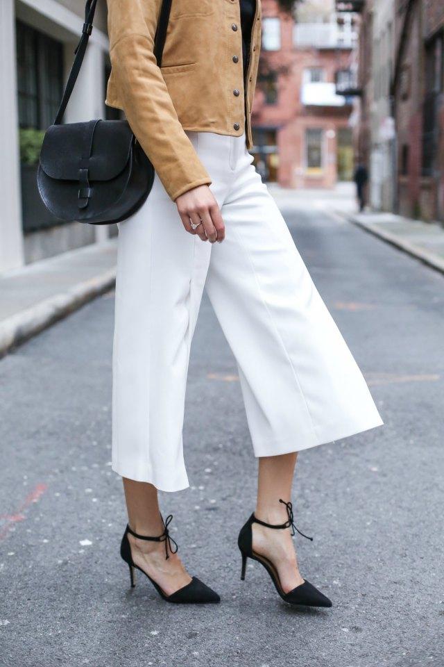 новый лук от трендсеттера с горячей новинкой этой весны – брюками кюлотами.