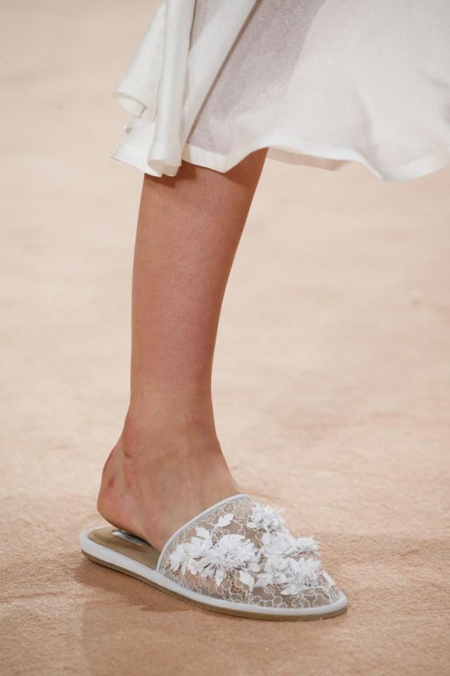 Модная обувь весна-лето 2016 - сандалии на тонкой подошве из коллекции Balenciaga.