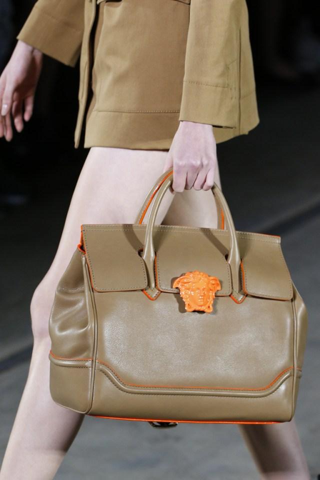 Модные сумки весна-лето 2016 - элегантная сумка из коллекции Versace.