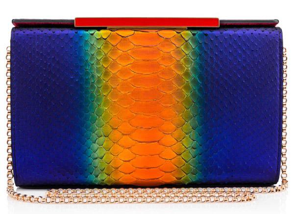 Новая коллекция сумок от Кристиан Лабутен - классическая сумка на цепочке оригинальной расцветки.
