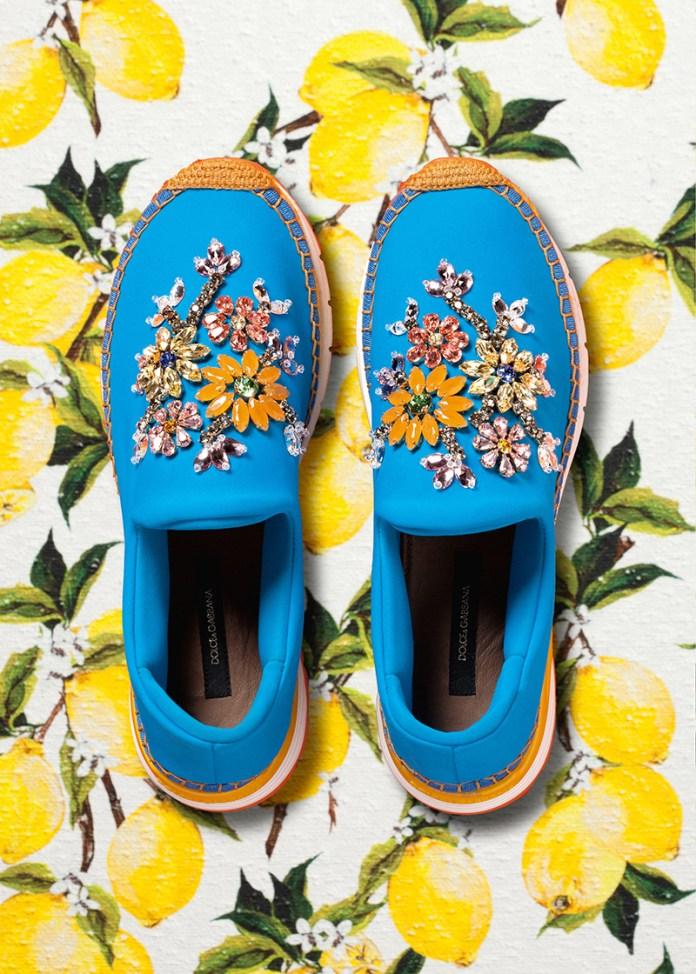 Туфли яркой синей расцветки