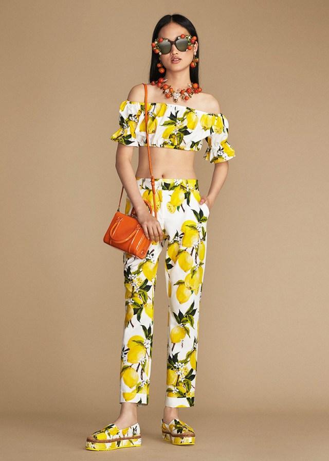 Dolce&Gabbana – новая коллекция весна-лето оригинальный принт – лимоны: ярко-жёлтые, сочные и невероятно притягательные.