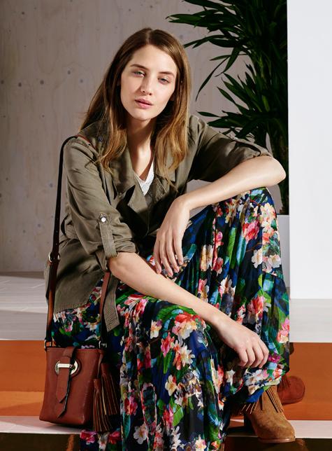 Новый модный LookBook весна-лето 2016 Karen Millen - наряд с красивым цветочным принтом.