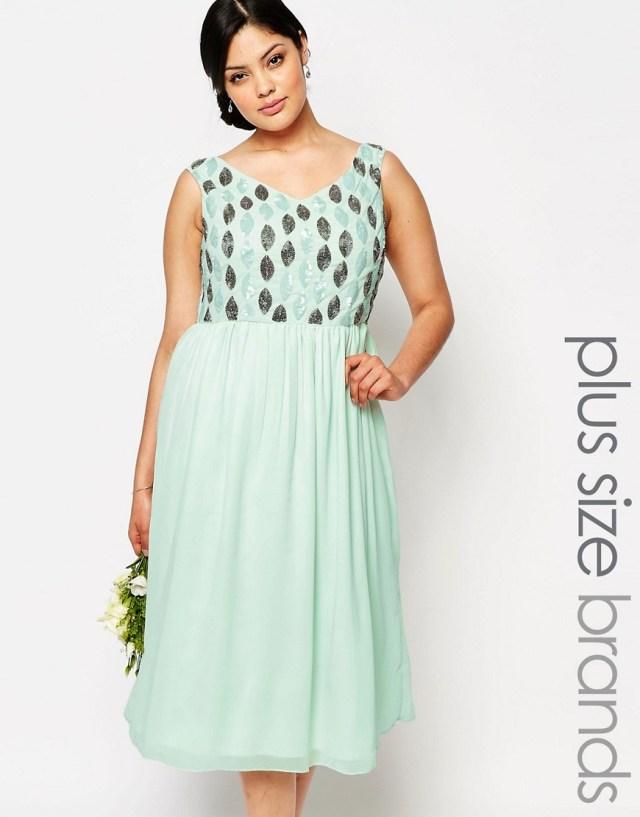 Мода для полных весна-лето 2016 легкое нежно салатового цвета платье.