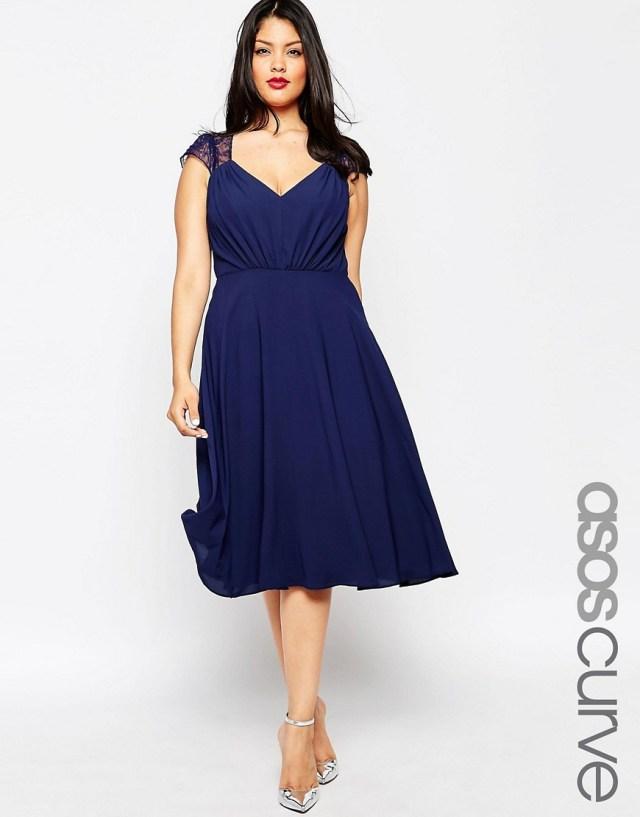 Мода для полных весна-лето 2016 темно синее платье .