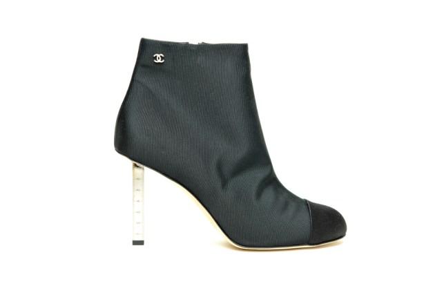 На фото: черные сапоги  на высоком тонком прозрачном каблуке от Chanel.
