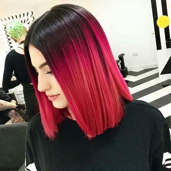На фото: черный оттенок волос плавно переходит в красный цвет.