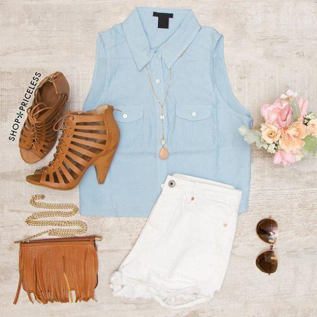 На фото: новый летнихй лук - белые джинсовые шорты с голубой блузой.