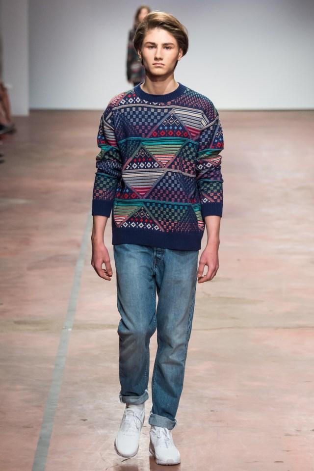 На фото: теплый свитер от дизайнера одежды Александр Терехов осень-зима 2016-2017