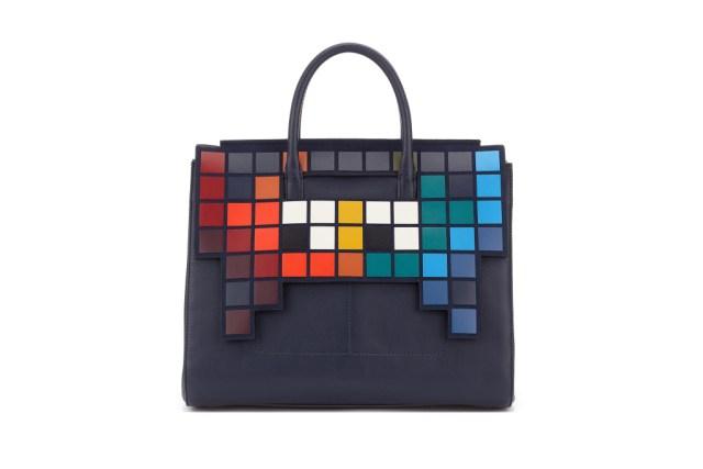 Модная сумка: яркая новинка сезона - сумки, имеющие одну ручку и декора в виде мозаики из коллекции anya-hindmarch.