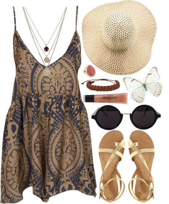 На фото: модный лук для знойного летакупальник - сарафан, сандали, соломенная шлфпка.
