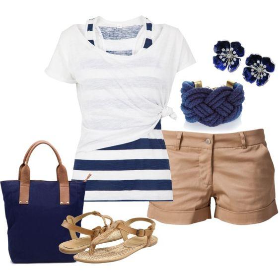 На фото: новый летнихй лук в морском стиле - полосатая блузка самый простой способ быть в тренде.