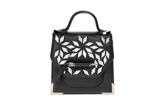 Модная сумка: яркая новинка сезона - сумки, имеющие одну ручку из коллекции mackage.