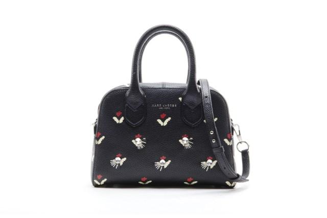 Модная сумка: яркая новинка сезона - сумочка прямоугольной формы с двумя ручками из коллекции marc-jacob.