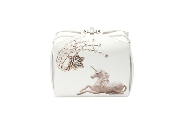 Вечерние сумки: модные тренды сезона из коллекции Alexander McQueen.
