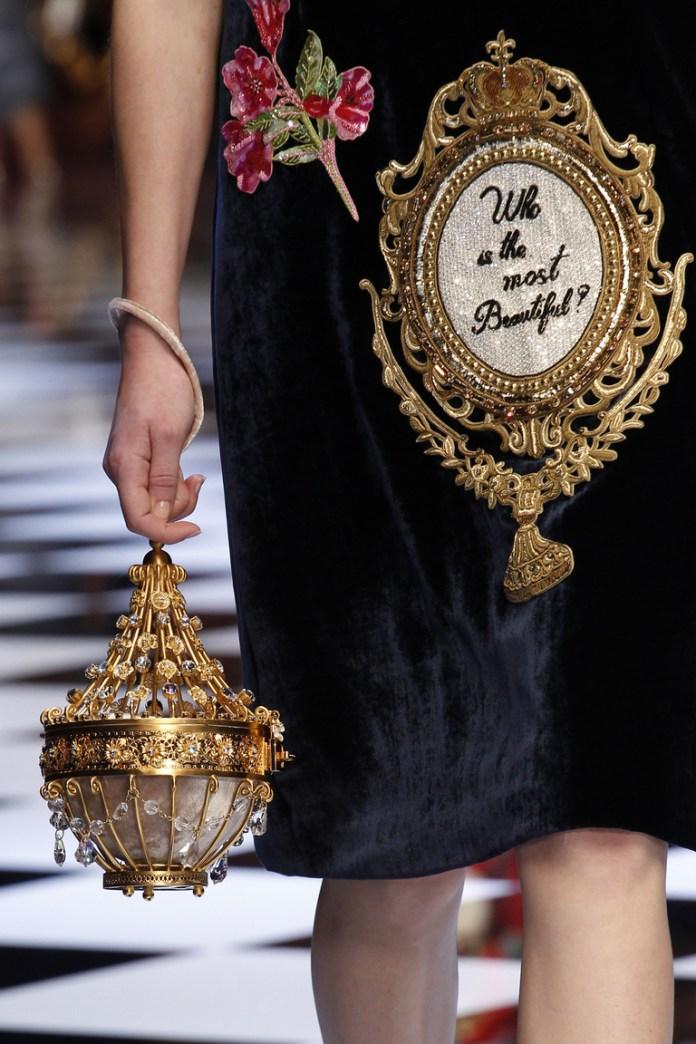 На фото: модные сумки в форме цилиндра - тренд сезона из коллекции Dolce & Gabbana.