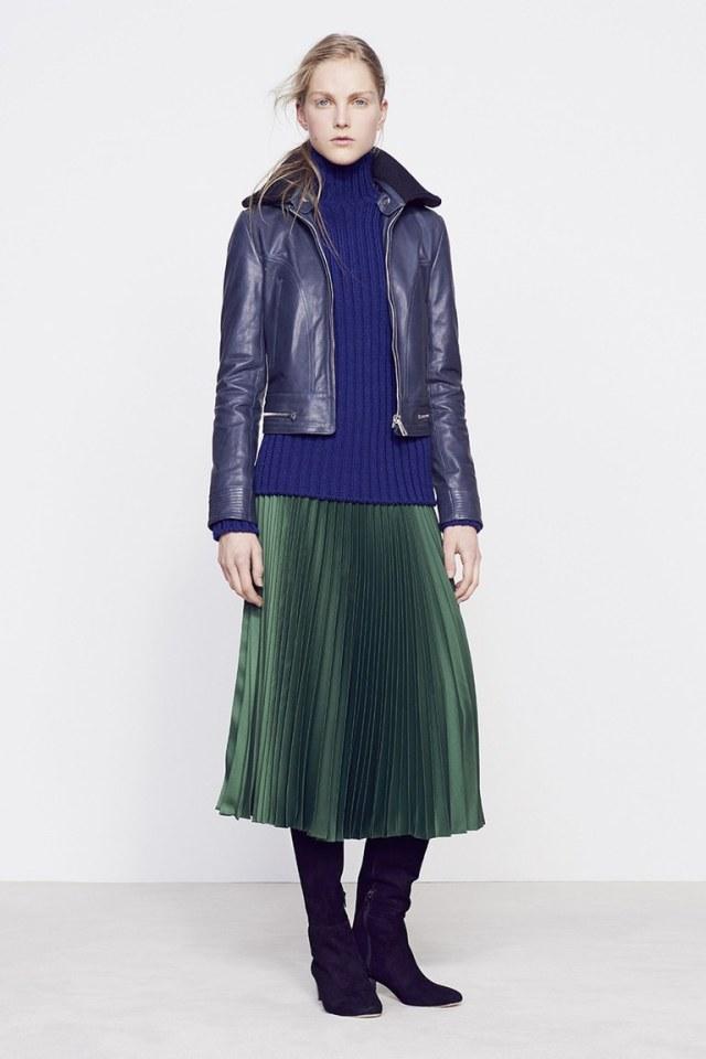 На фото: пиджак из кожи синего оттенка сезона осень-зима 2016-2017 из коллекции Vanessa Bruno.
