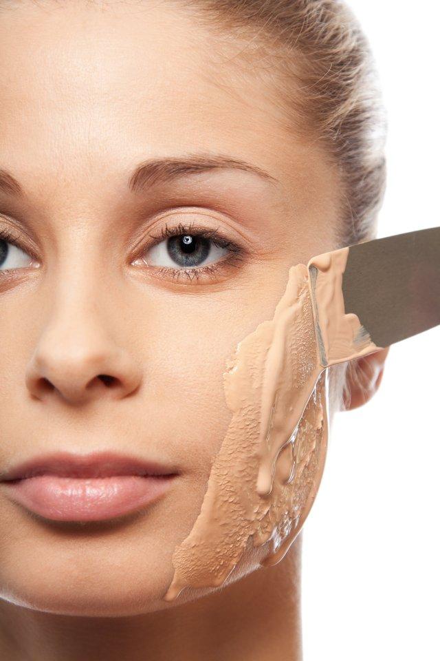 Ошибки в макияже, которые старят - Перламутровые морщинки.