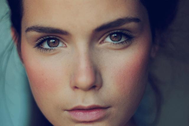 Советы макияжа, как убрать большие щеки