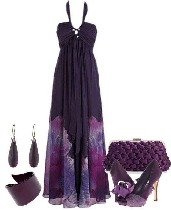 На фото: новый лук с длинным платьем на с принтом и босоножками на высоком каблуке в тон.