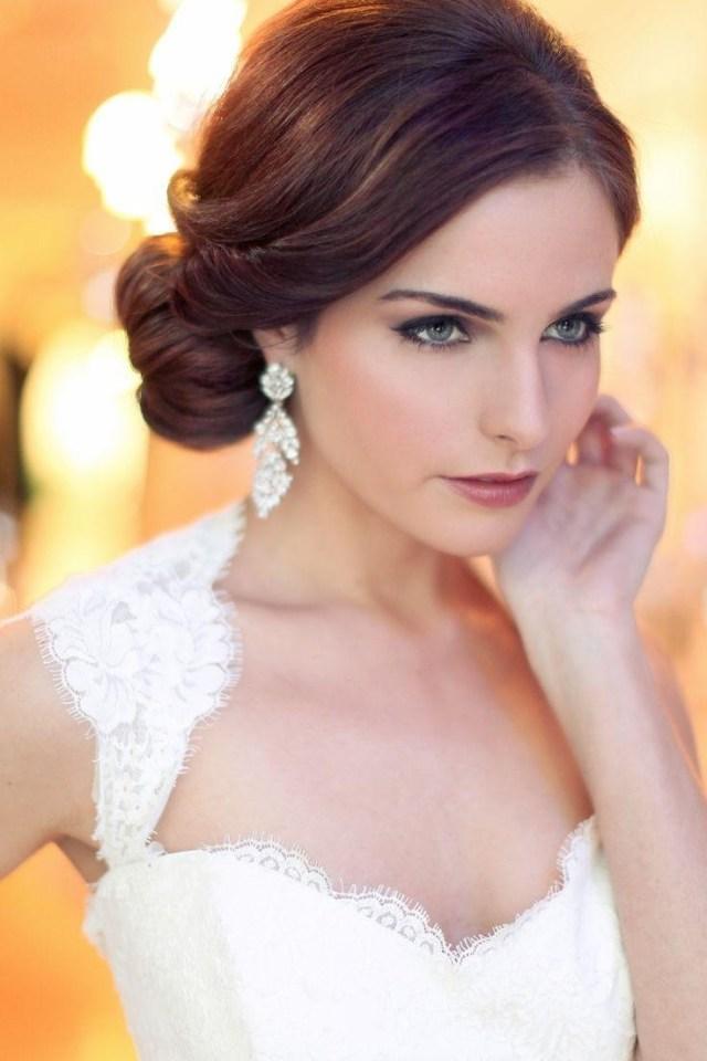 На фото: свадебные прически в классическом стиле.