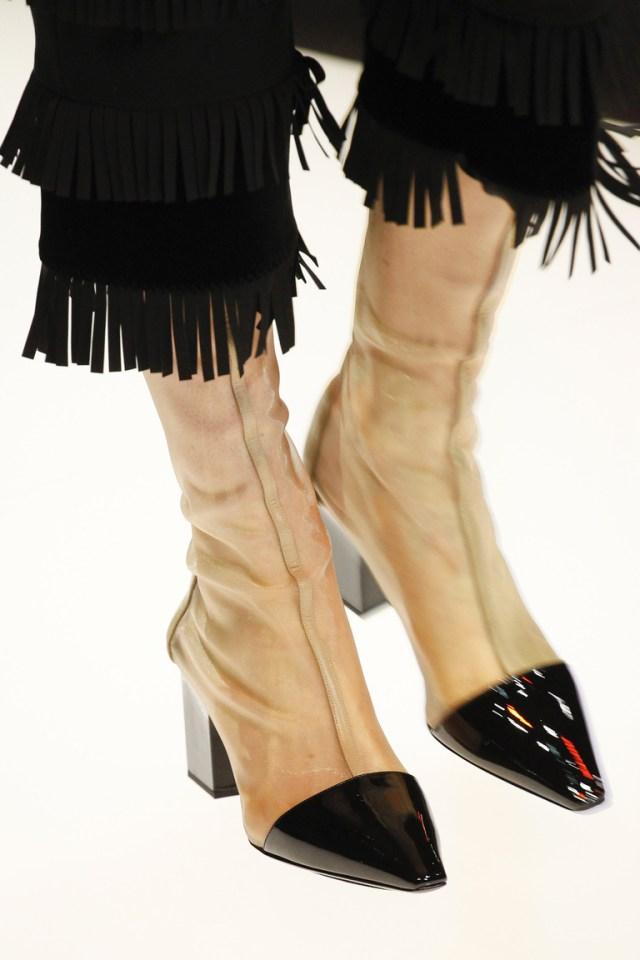 Модные сапоги: толстые каблуки – тренд осени 2016 и зимы 2017 из коллекции Giorgio-Armani.