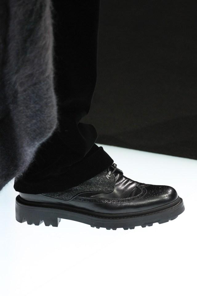 На фото: модная обувь осени 2016 и зимы 2017 из коллекции Giorgio-Armani.