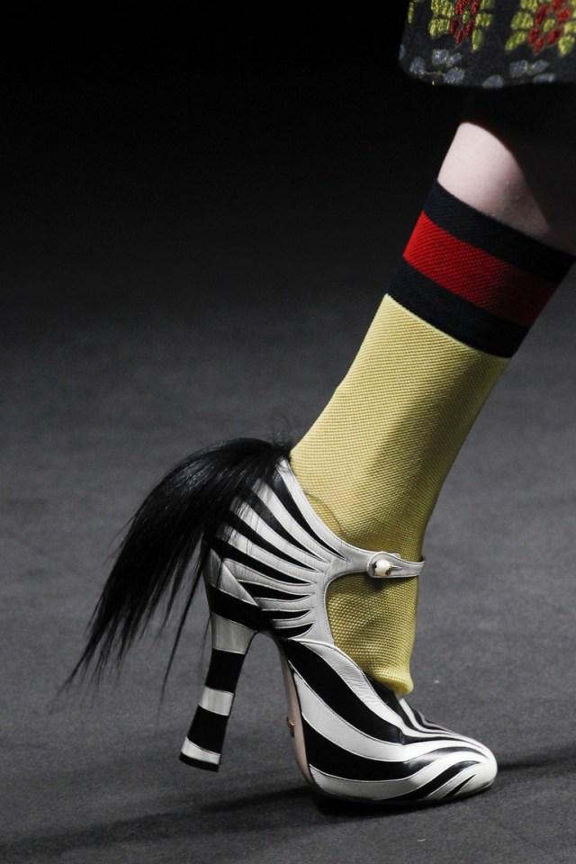 На фото: обувь в полоску – тренд осени 2016 и зимы 2017 из коллекции Gucci.