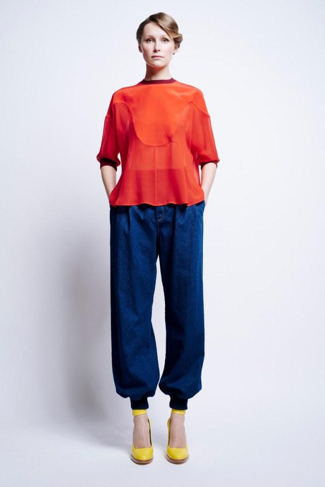 Модные тренды 2017: оранжевая блузка с джинсами в коллекцииKaren-Walker