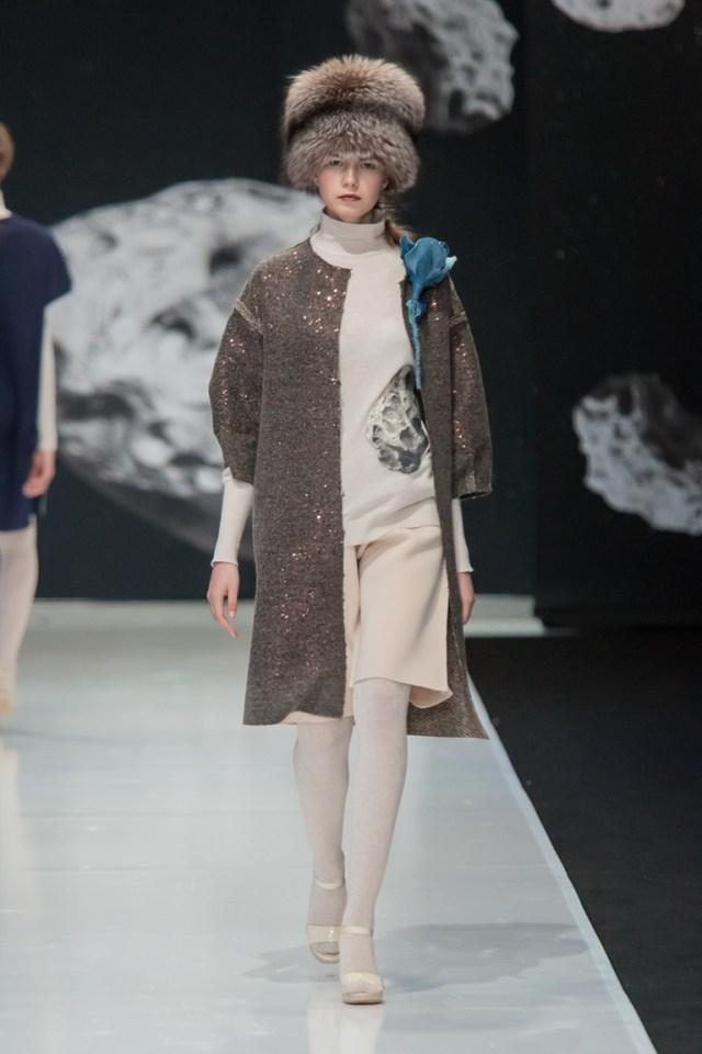 На фото: модное пальто осень-зима 2016-2017 из коллекции Valevskaya.