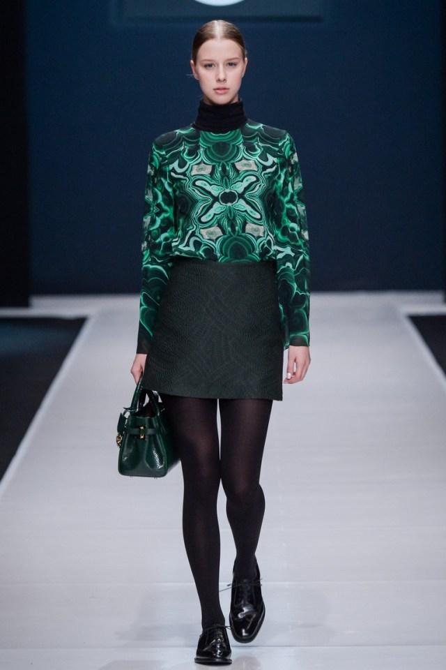 На фото: насыщенный изумрудный цвет одежды сезона осень-зима 2016-2017 из коллекции Sergey-Sysoev Valentin-Yudashkin.