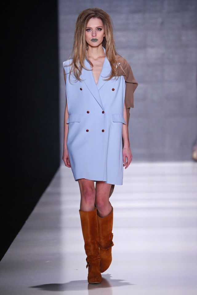 На фото: яркие новинки сезона - короткое платье Goga-Nikabadze.