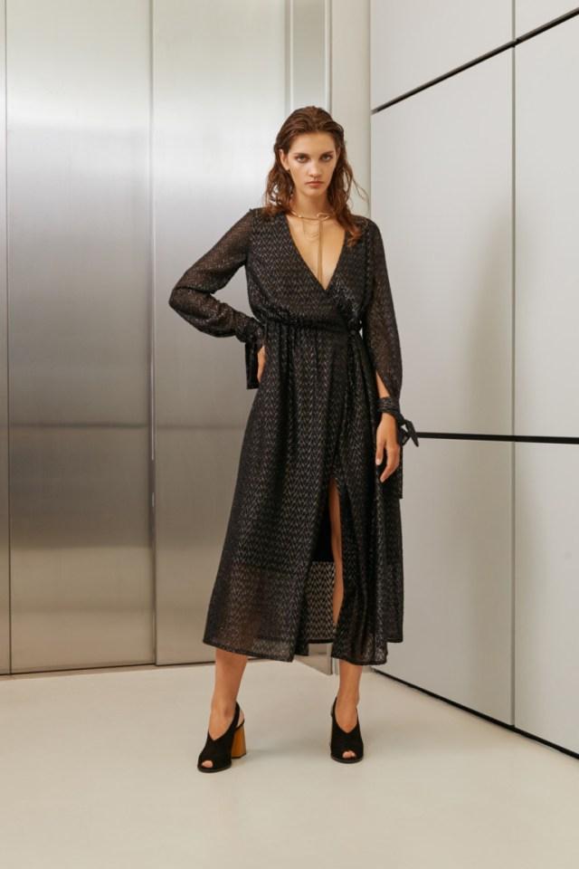 На фото: яркие новинки сезона - платье из коллекции I-AM-Studio.
