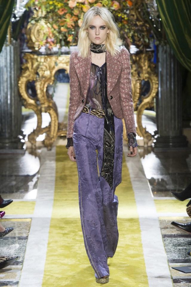 Модные широкие женские брюки 2017 года из коллекции Roberto Cavalli