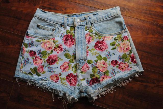 Модные джинсовые шорты 2017 с ярким цветочным узором
