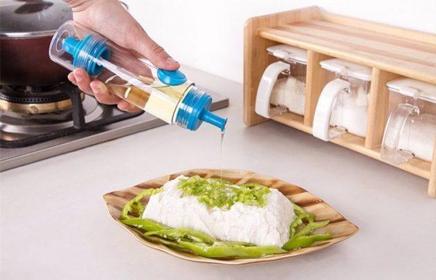 Кухонная принадлежность. Дозатор для масла