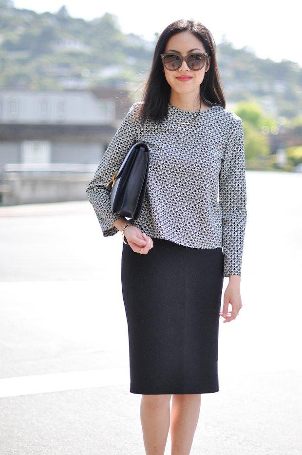 На фото: черного цвета юбка «карандаш» – новинка этого сезона.