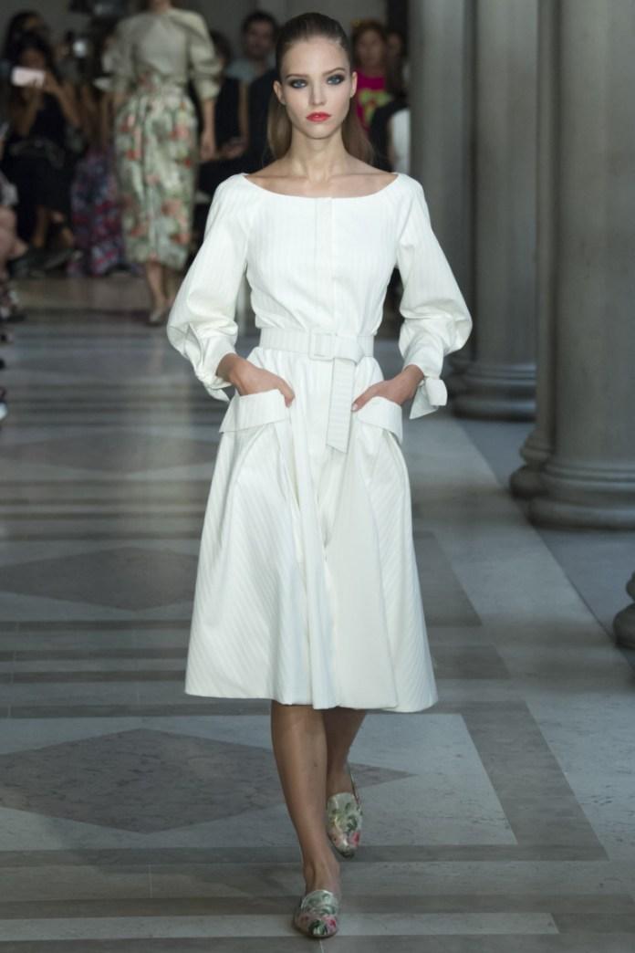Белое модное платье миди 2017 - фото новинки из коллекции Carolina Herrera