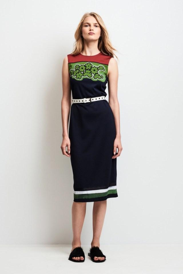 Модное платье футляр 2017 с необычным узором из коллекции Tomas Maier