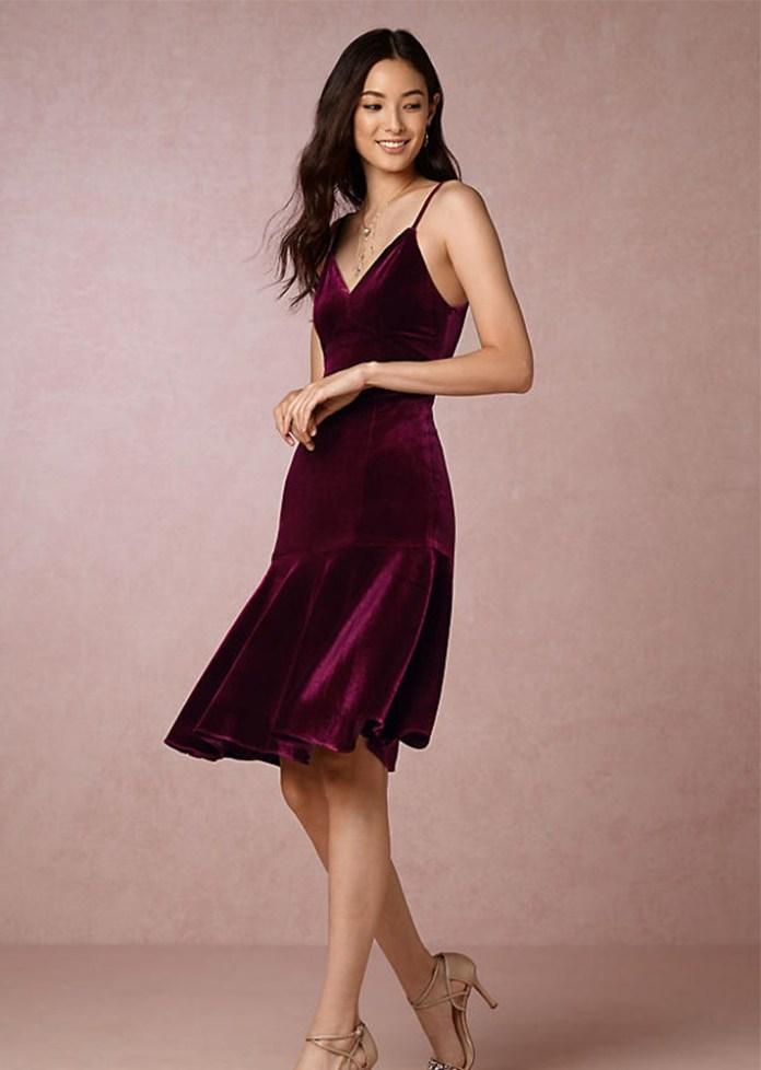Короткое модное бархатное платье 2017