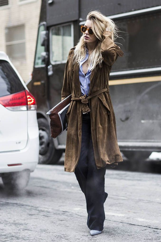 In the photo: brown suede coat: a new beautiful combination with black straight trousers and light shoes.