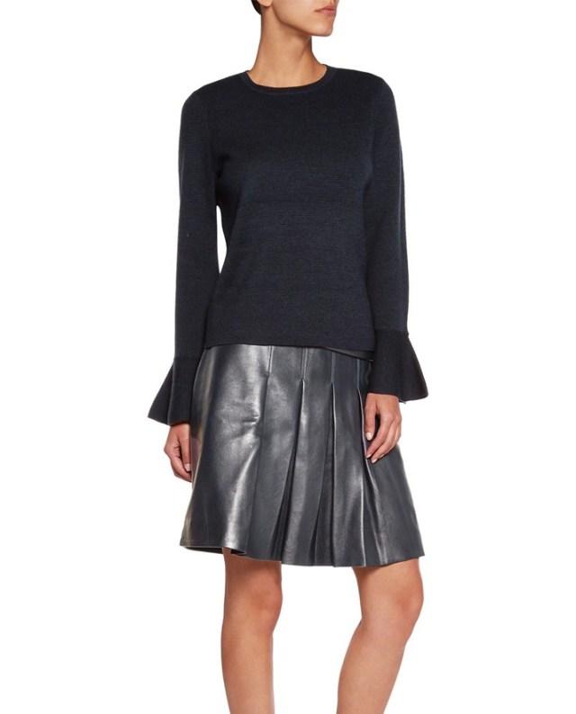 Однотонная модная кофта 2017 с расклешенными рукавами и кожаной юбкой