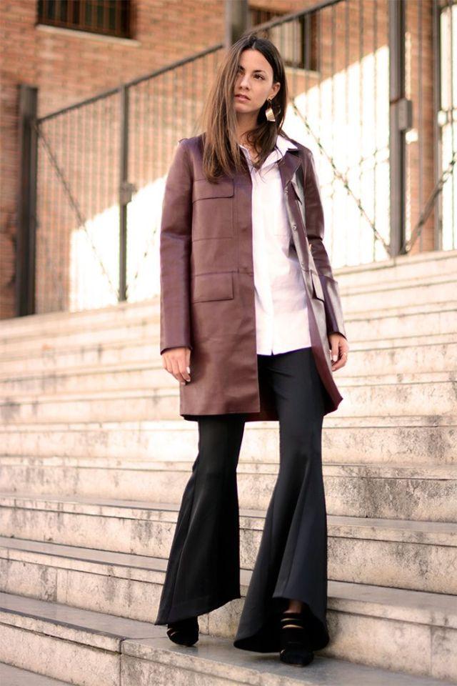 На фото: новый стильный и теплый образ - укороченное пальто с расклешенными брюками.